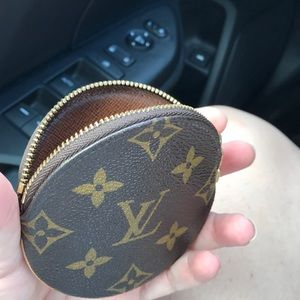 Louis Vuitton Bags - Louis Vuitton round coin purse